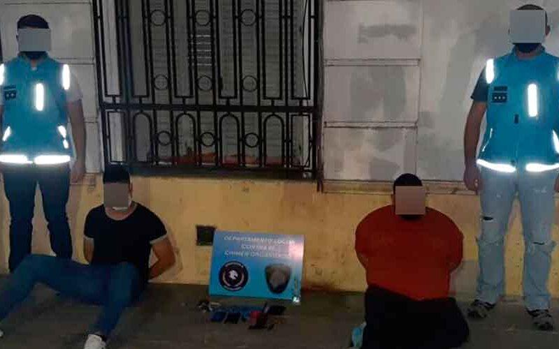 Detienen dos ladrones de autos con inhibidor de señales