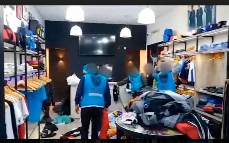Dos detenidos y 900 prendas secuestradas en un Showroom