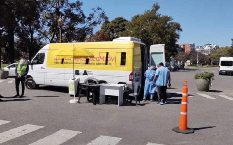 Unidades móviles de testeos en parques y plazas